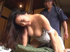 51歳巨乳美熟女